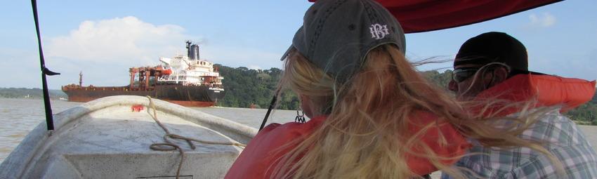 Turistas en Canal de Panama.JPG