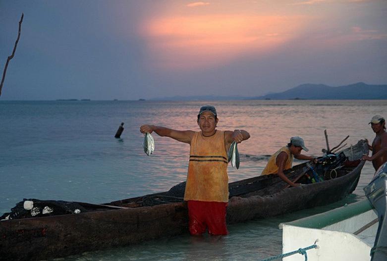Viajes a Panama | Pescadores en San Blas